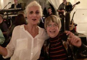 Birgit und Heike tanzen